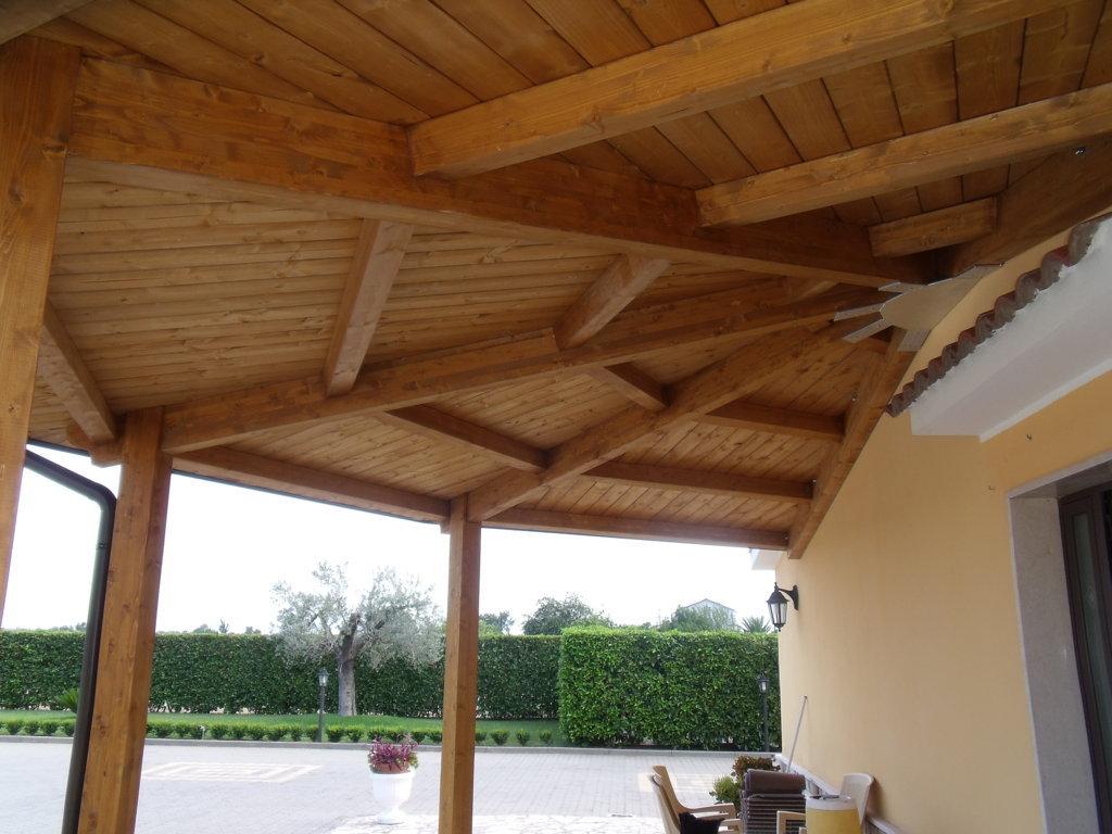 Copertura in legno lamellare per verande