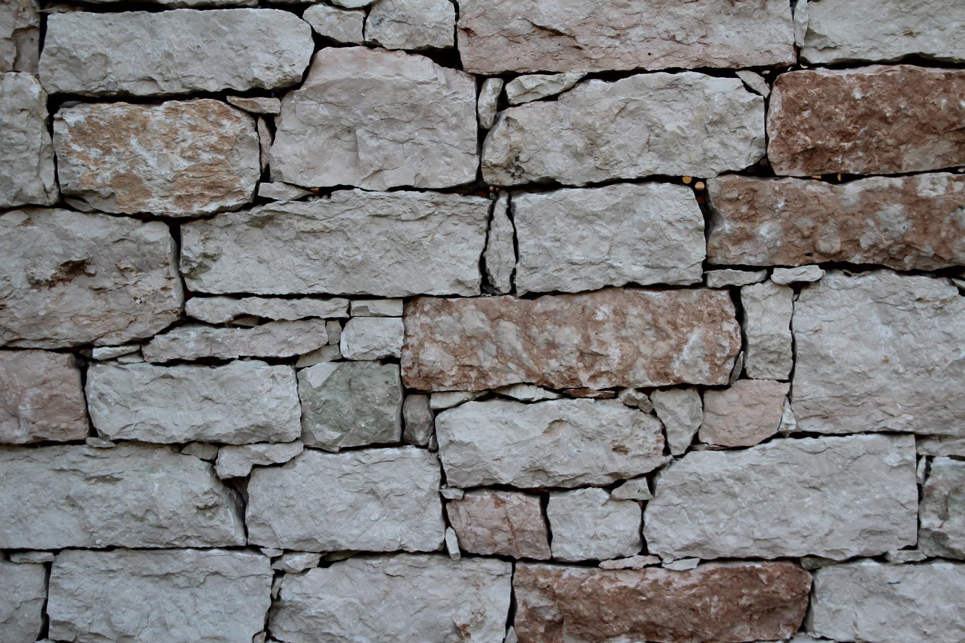costruire muro in pietra
