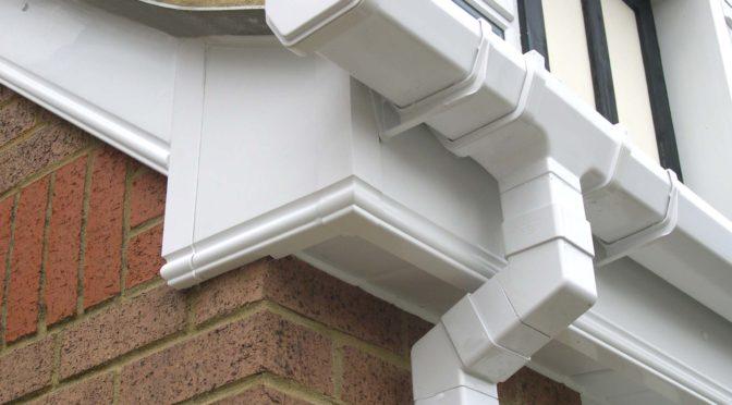 Le cornici di gesso al soffitto come applicarle - Intonacare muro esterno ...